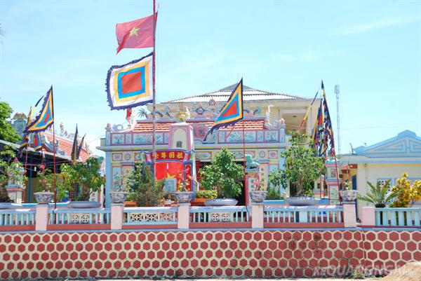 Di tích Âm linh tự và mộ lính đội Hoàng Sa ở đảo Lý Sơn - Xe du ...